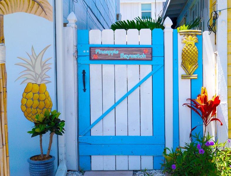 Eigen ingang van Pineapple Beach appartement in Cottages voor helder water