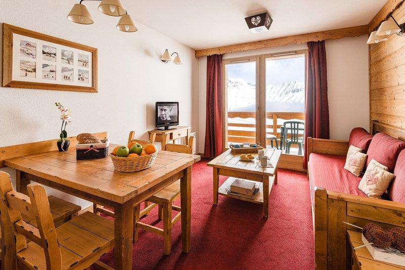 ¡Bienvenido a nuestro acogedor apartamento junto a las pistas!