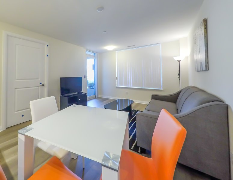 Spacious and Stylish Retreat in Mississauga, holiday rental in Norval