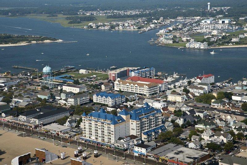 Vista aérea de Belmont Towers en el paseo marítimo de Ocean City