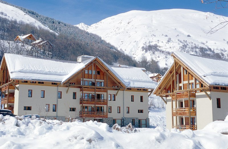 Unwind in your cosy apartment at this beautiful Savoyard-style chalet building.