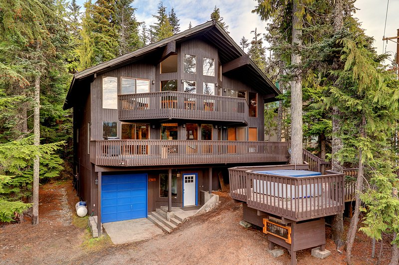 This impressive abode has 6 bedrooms, 6 baths and sleeps up to 22!