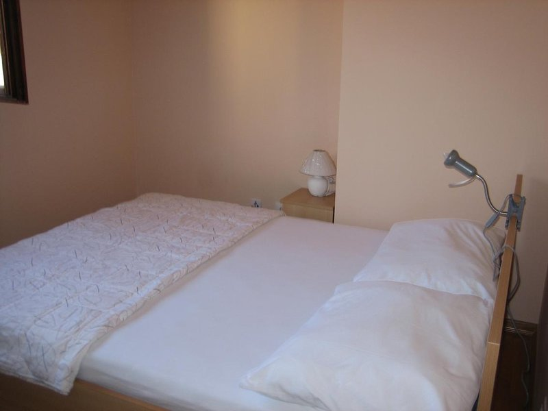 Gospic Apartment Sleeps 2 with Air Con - 5692598, holiday rental in Vratarusa