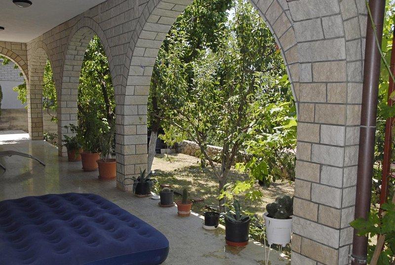 Gospic Apartment Sleeps 4 with Air Con - 5692601, location de vacances à Senj