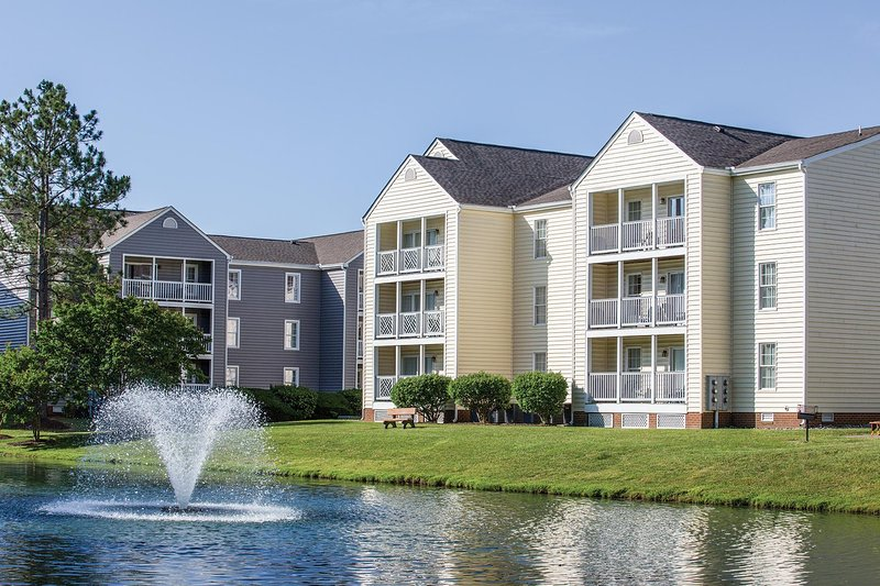 Williamsburg, VA: 2 BR Condo w/Pool, Near Historic Williamsburg & Busch Gardens, holiday rental in Williamsburg