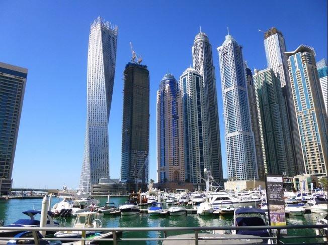 2BR With Rooftop Pool, Dubai Marina, alquiler de vacaciones en Murqquab