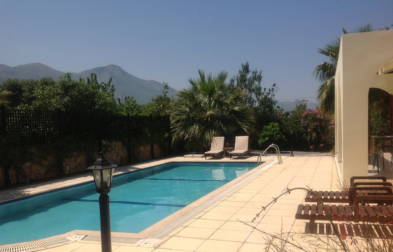 Bungalow With Pool, Mountain And Sea Views, AC, secure WIFI, Not Overlooked., vacation rental in Catalkoy