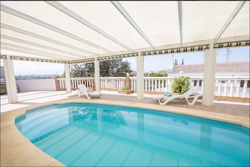Spacious villa with swimming-pool, vacation rental in Cartama
