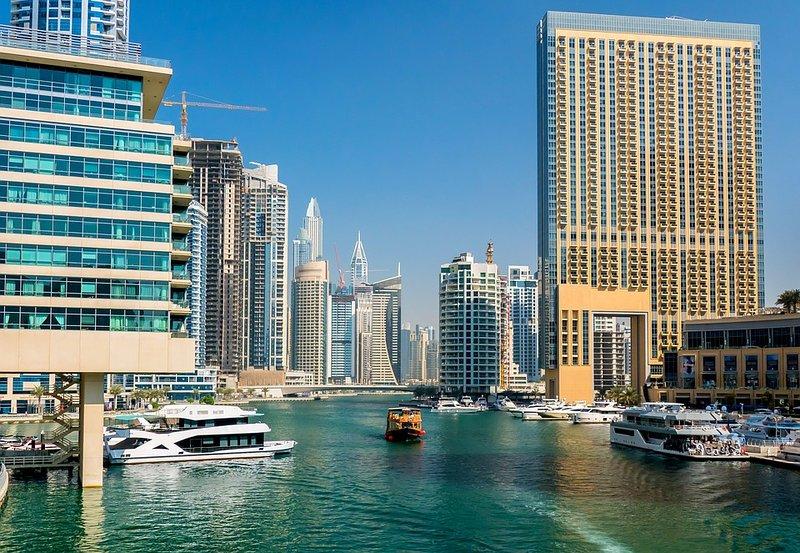 1BR With Rooftop Pool, Dubai Marina, alquiler de vacaciones en Murqquab