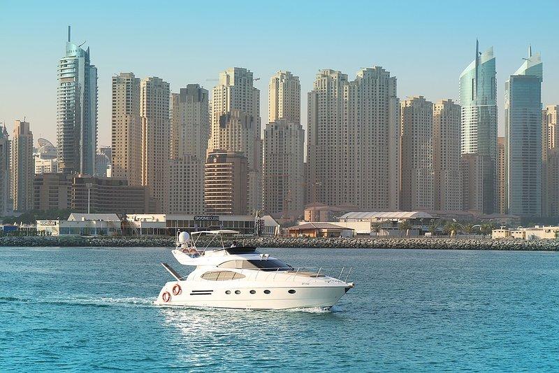 Studio With Rooftop Pool, Dubai Marina-2, alquiler de vacaciones en Murqquab