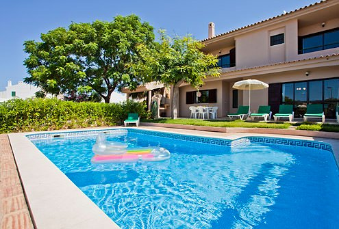Villa Andre, 3 bedroom villa with pool - walking distance to Albufeira, holiday rental in Albufeira