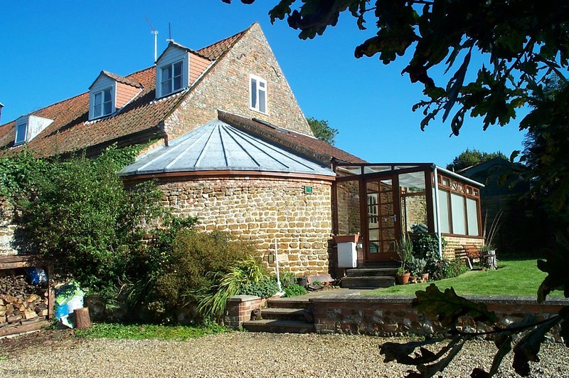 The Smithy with rural views, vacation rental in Dersingham