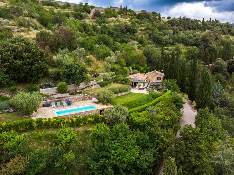 Paradise in Tuscany. Private Villa:  large garden, pool WIFI & bellissma views, Ferienwohnung in Cortona