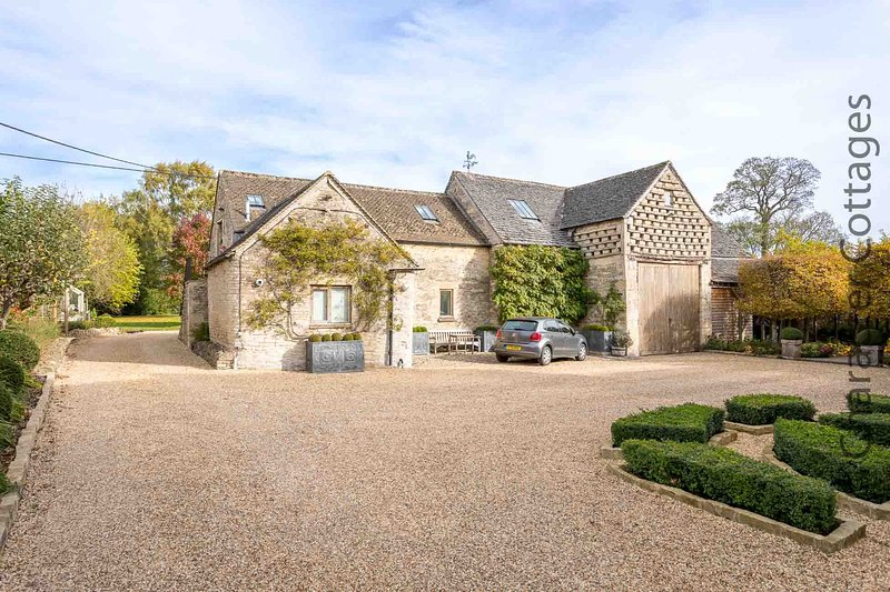 The Hayloft is an apartment in the eaves of a Grade II listed barn conversion, location de vacances à Naunton