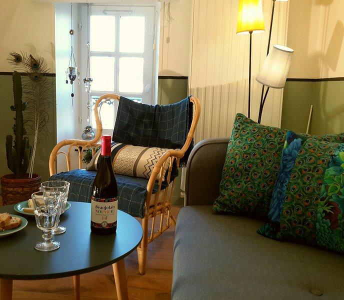 Nouveau: la Suite Vintage, dans immeuble 18ème, 2-4 personnes,, location de vacances à Monceaux-en-Bessin