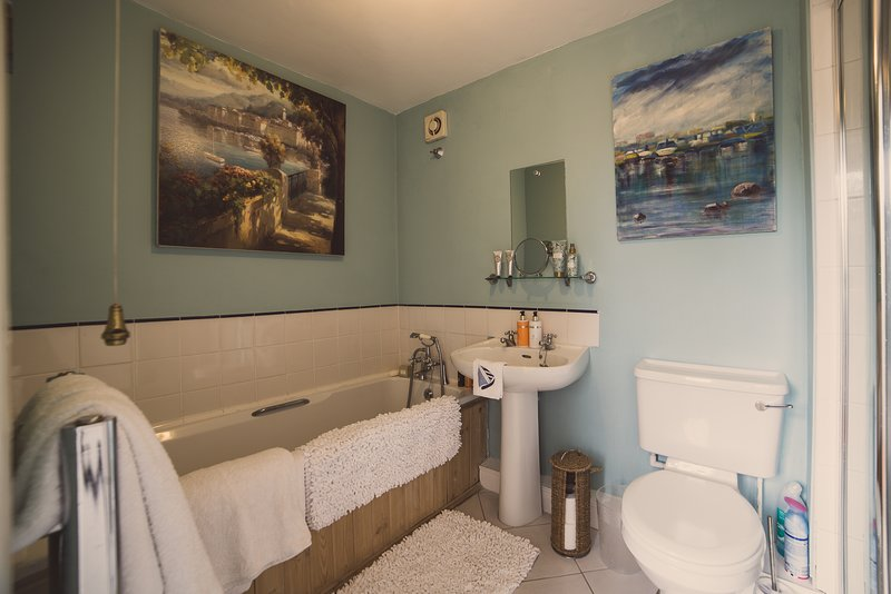 Family Bathroom (with shower)