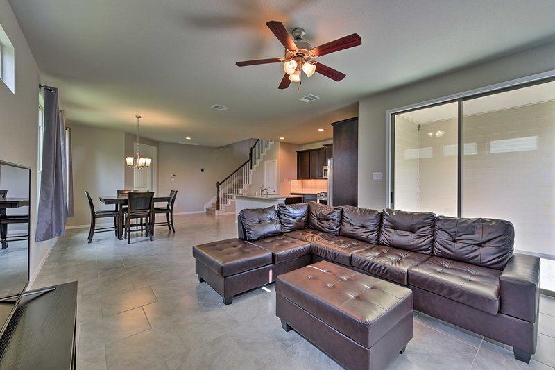 Rosenberg Townhome by Brazos Town Center!, holiday rental in Wallis
