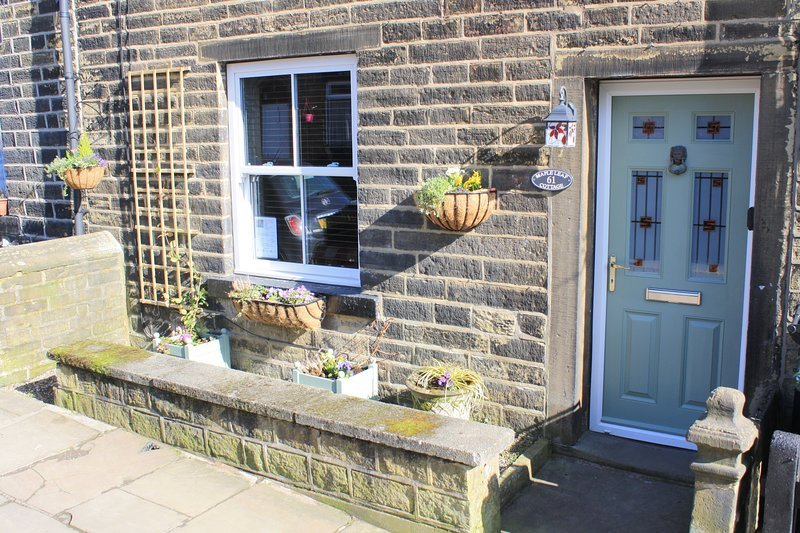 Character Cottage - Escape to Bronte Country & The Yorkshire Dales!, holiday rental in Keighley