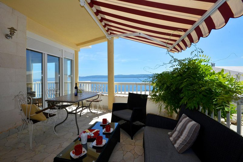 Lokva Rogoznica Apartment Sleeps 4 with Air Con - 5471766, vacation rental in Medici