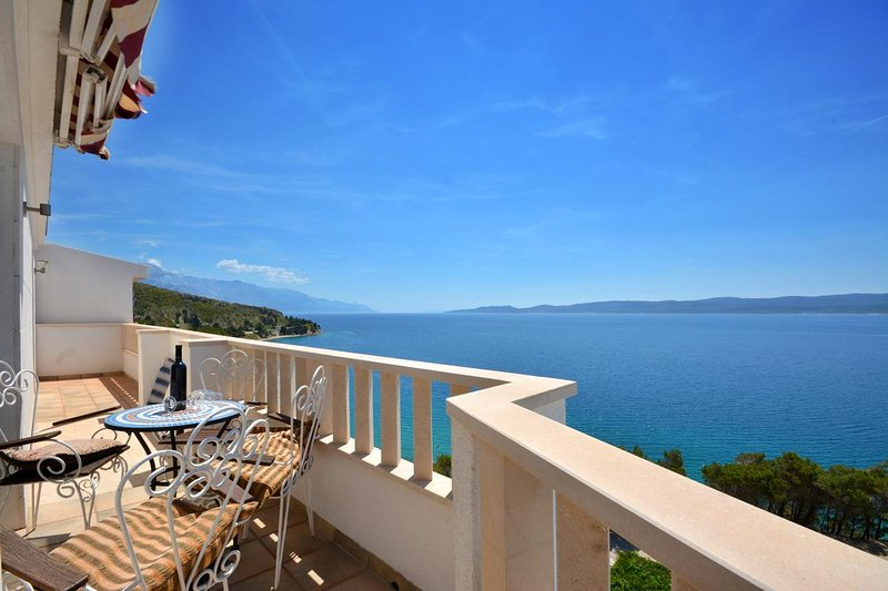 Lokva Rogoznica Apartment Sleeps 6 with Air Con - 5471762, vacation rental in Medici