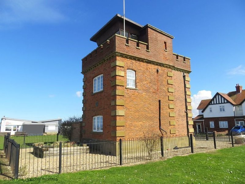 Coastguard Lookout Tower with sea views, holiday rental in Hunstanton