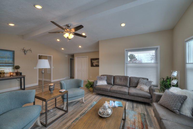 Spacious 5 Bedroom Bozeman Duplex - Mountain Views, holiday rental in Four Corners
