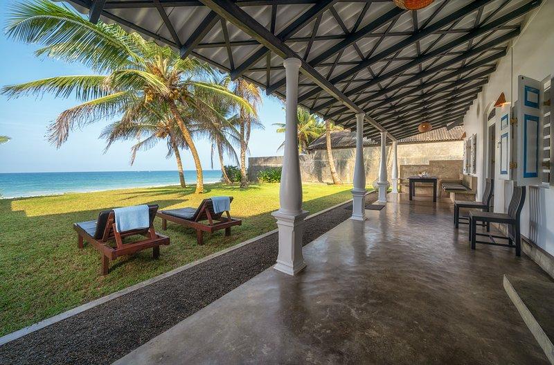 Lankamiya, villa on the beach ,Wifi ,AC, Breakfasts,Cleaning included.., alquiler vacacional en Akurala