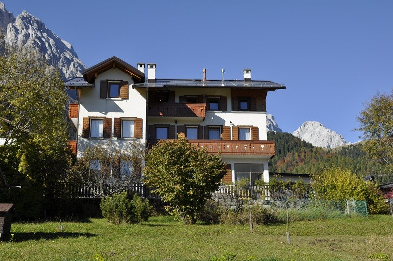 Haus Gobbis Apartments Dolomiti Free Wifi, vacation rental in Province of Belluno