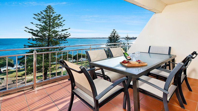 Wickham Point Unit 6 Kings Beach QLD, vacation rental in Caloundra