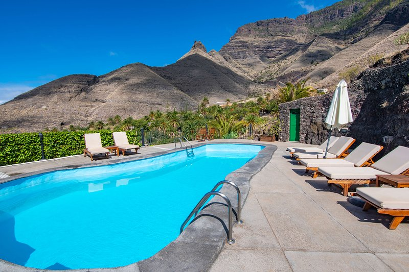 Holiday cottage with pool in Agaete, holiday rental in Agaete