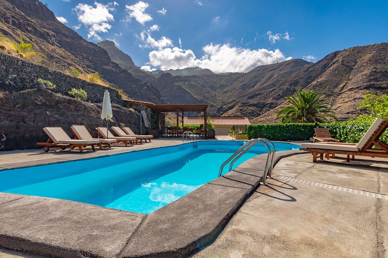 Holiday cottages with private pool in El Risco, Agaete, holiday rental in Puerto de las Nieves