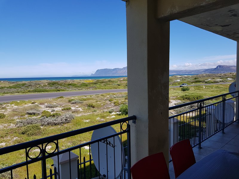 SEA VIEW PENTHOUSE, holiday rental in Muizenberg