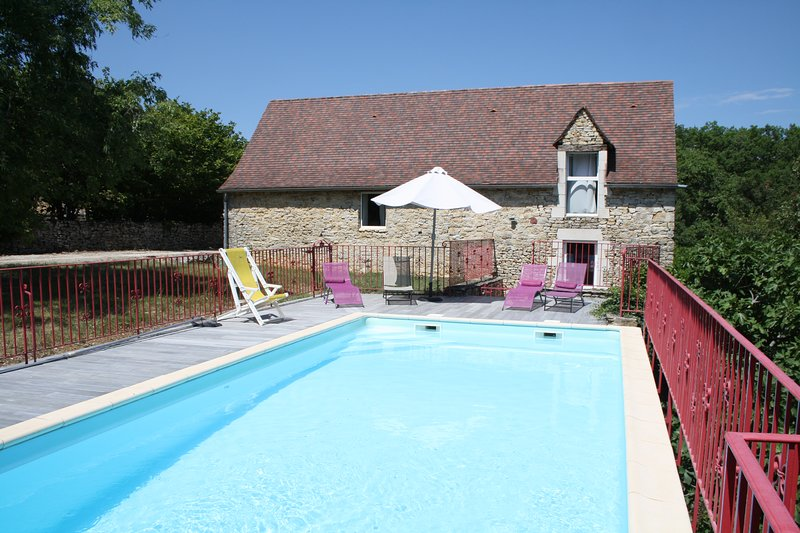 PEYRE DE FLORIMONT - SPACIOUS STONE HOUSE WITH PRIVATE POOL AND LOVELY VIEWS, holiday rental in Degagnac