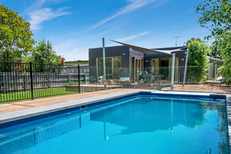 Canterbury Villa - Family friendly, walk to beach and village, pool, Foxtel, WiF, vacation rental in Tootgarook