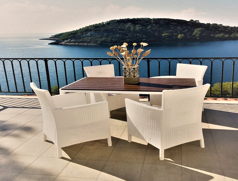 Spacious 2-bedroom apartment with amazing sea view, vacation rental in Vela Luka