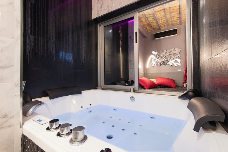 #luxurycrystalsuite jacuzzi facing on the bedroom