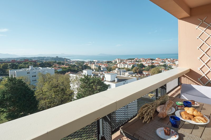 Amazing view for 5 PAX+2 children, close to beach, Biarritz, vacation rental in Biarritz