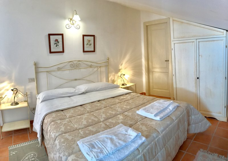 Tresino spacious apartment in country house near the sea, vacation rental in Alano