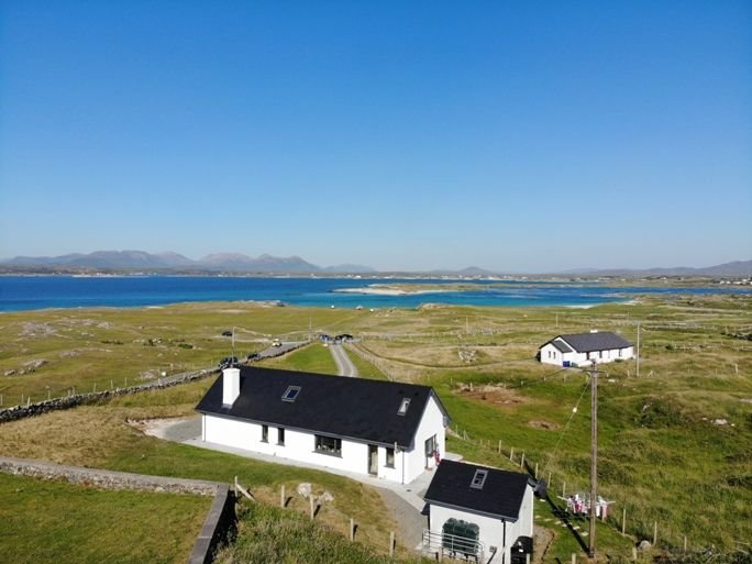 Mannin Bay Beach House, vacation rental in Clifden