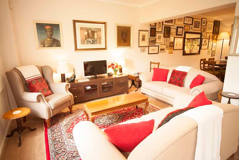 Majini Guesthouse The Gallery, holiday rental in Constantia