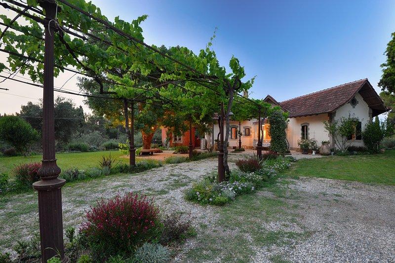 Bellivardi Estate, Tranquil and Unique, location de vacances à Poulades