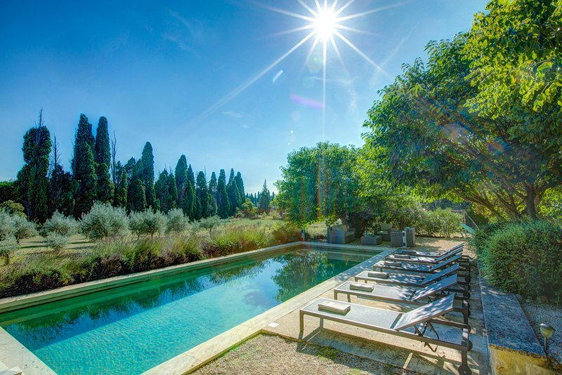 Plan-d'Orgon Villa Sleeps 8 with Pool Air Con and WiFi - 5634066, holiday rental in Orgon