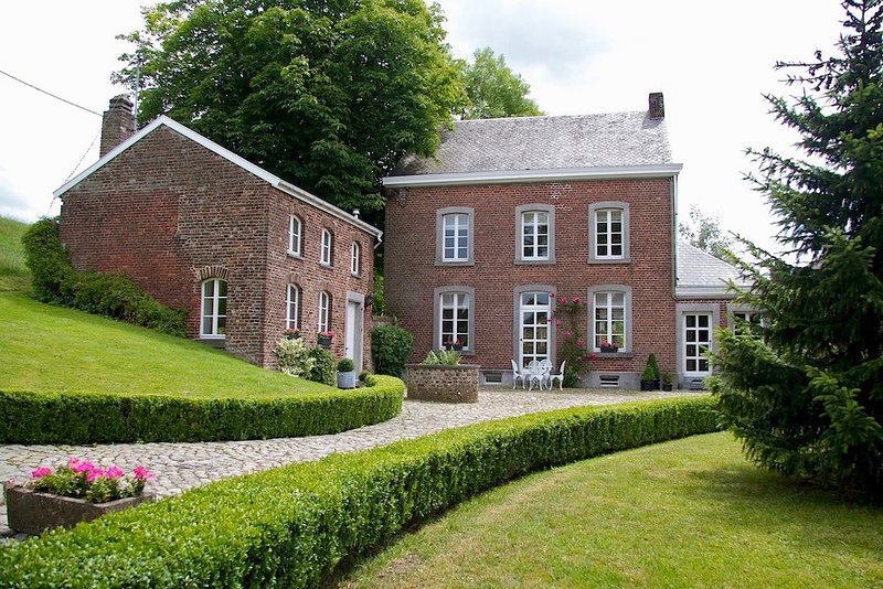 Charming country house, vacation rental in Limbourg