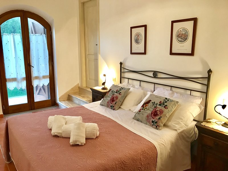 Sorbo country house apartment near sea sleeps 4, vacation rental in Alano