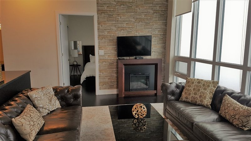 Luxury Penthouse near Square One, vacation rental in Oakville