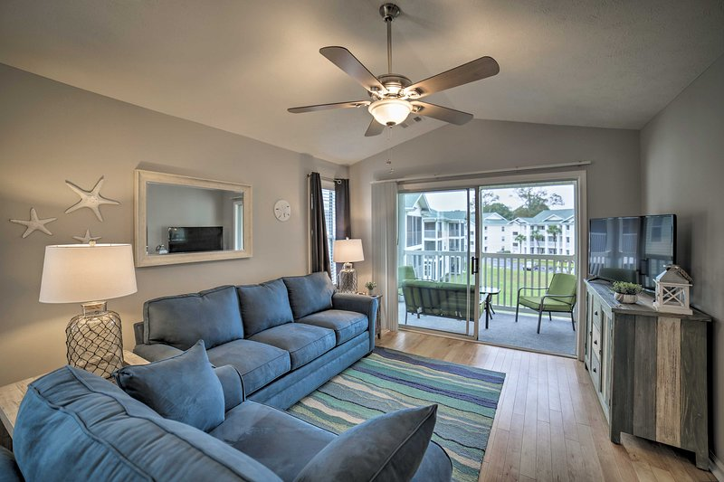 Resort Condo Next to River Oaks Golf Plantation!, vacation rental in Conway