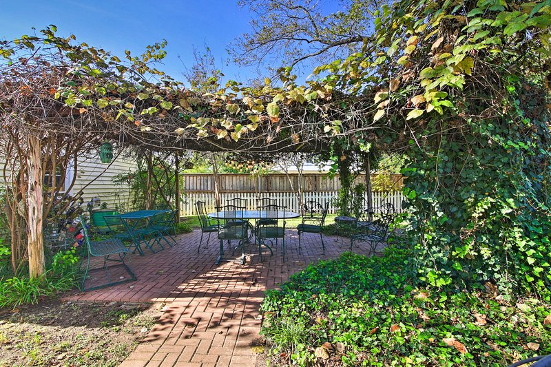 The vacation rental cottage is named after the historic grape arbor on the land.