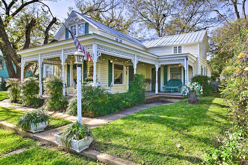 Large Fredericksburg Home < 2 Blocks to Main St!, holiday rental in Fredericksburg