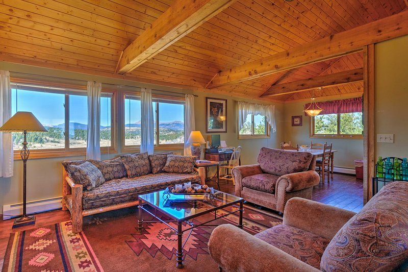 Ranch of the Rockies Cabin on 4 Acres w/Mtn Views!, holiday rental in Johnson Village