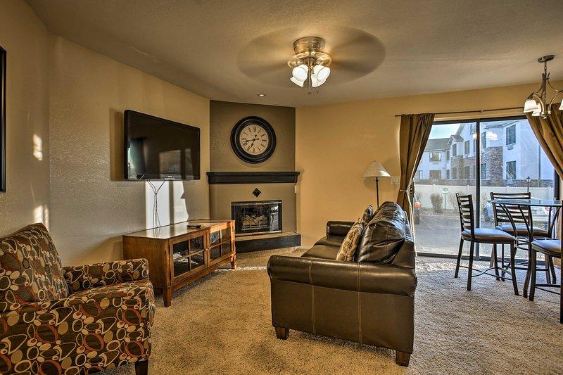 Cozy Condo w/ 2 Suites in Denver Tech Center!, alquiler vacacional en Centennial